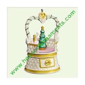 TREASURES & DREAMS   4TH   JEWELRY BOX CAROL   HALLMARK