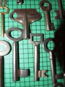 28 Old Vintage Antique Skeleton Keys. Nice variety of old keys for
