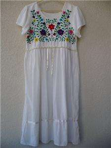 Fabulous vintage MEXICAN EMBROIDERED DRESS. Authentic. Lightweight