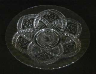 Indiana Glass ray / Cake Plae in Flower Medallion Paern |