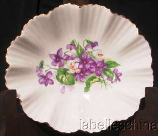 beautiful wee bowl proudly featuring a wonderful hand painted white