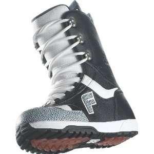 Forum Destroyer (Black/White 7) Boots