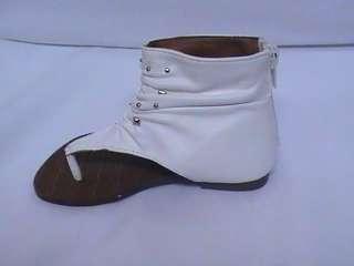 Girls White Thong Sandals (Emotional 19)FLK TDDLR Sz 8
